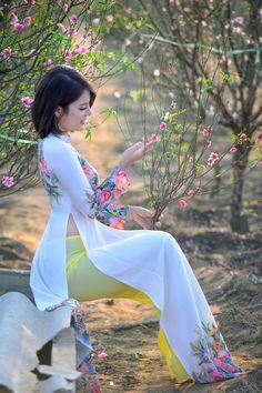 Traditional Fashion, Traditional Dresses, Ao Dai, Sexy Asian Girls, Vietnamese Traditional Dress, Vietnam Girl, Asia Girl, Up Girl, City Photography