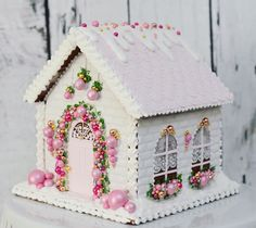 The details are amazing! Truly a work of edible art! Cool Gingerbread Houses, Christmas Gingerbread House, Cookie House, House Cake, Christmas Sugar Cookies, Christmas Treats, Fantasy Cake, Christmas Cooking, Edible Art