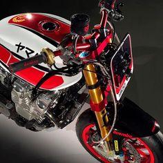 XJR PATTON by Christian Bagutti - Italy - Yamaha XJR 1300 #christianbagutti #bagutti #yamaha #yamahaxjr #xjr1300 #xjr #xjrpatton #special #caferacer #naked #flattrack #track #ohlins #brembo #domino #scproject #k&n #dunlop #motogp #xeno #rizoma.   XJR PATTON è la versione personalizzata della gloriosa e monumentale Yamaha XJR 1300. Ideatore ed in parte realizzatore di questa affascinante versione Special è l'italiano CHRISTIAN BAGUTTI, appassionato delle due e quattro ruote nonché fondatore…