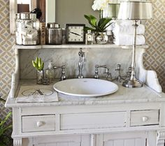 Suzie: FOUND - Lovely vintage bathroom with York Wallcoverings Celia Wallpaper, white ...