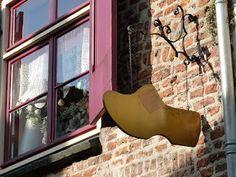Deventer heeft prachtige gevels, uithangborden en gevelstenen