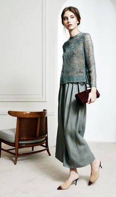 Mode Outfits, Skirt Outfits, Elegant Dresses, Beautiful Dresses, Hijab Fashion, Fashion Dresses, Mode Hijab, Mode Vintage, Contemporary Fashion