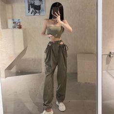 Korean Girl Fashion, Ulzzang Fashion, Korean Fashion Trends, Look Fashion, Female Fashion, Kpop Fashion Outfits, Edgy Outfits, Cute Casual Outfits, Pretty Outfits