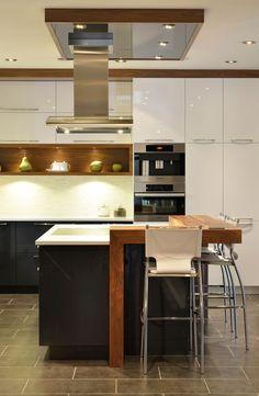 Cuisine Contemporaine Kitchen Interior, House Design, Cuisine Design, Two Tone Cabinets, Kitchen Dining Room, Kitchen Dining, Sweet Home, Interior Design, Kitchen Shelves