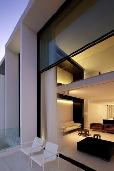 Designed by Katon Redgen Mathieson, the four-story Bondi house is located on Sydney, Australia's Bondi Beach. The house was designed to maximize the uninterrupted views of icebergs and the beach.