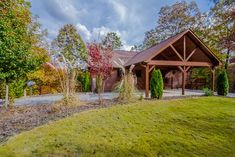 This luxurious North Georgia mountain cabin rental has easy paved roads and just 10 minutes from Blue Ridge.