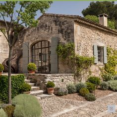 Photo 3 - Charming property to rent near Saint-Rémy-de-Provence - Heated swimming pool and tennis court French Country House, French Farmhouse, Stone Houses, House Goals, My Dream Home, Exterior Design, Future House, Beautiful Homes, Architecture Design