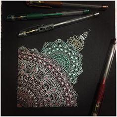 153 отметок «Нравится», 3 комментариев — Sana Arifثناءعارف۔ (@sana5886) в Instagram: «Mandala on black paper with metallic pens ❤️. . . . . . .…»