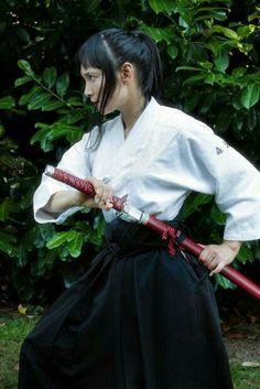 Samurai Poses, Female Samurai, Female Knight, Human Poses Reference, Pose Reference Photo, Figure Drawing Reference, Japanese Warrior, Japanese Girl, Geisha