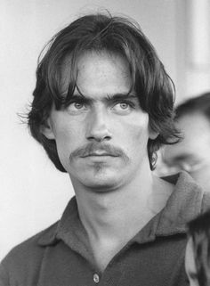 James Taylor so hauntingly beautiful when he was young...