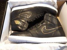 new concept 7dcfe a2985 Nike Air Jordan 1 Retro High OG LA Men s 555088-031 Black Gold Shoes size