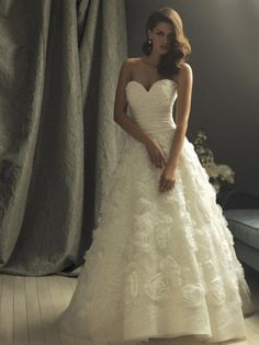 Ivory Flower Applique Ball Gown Designer Vintage Wedding Dresses