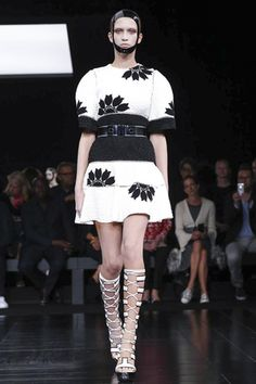 Alexander McQueen Ready To Wear Spring Summer 2015 Paris - NOWFASHION