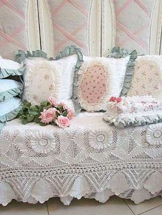 Shabby Chic Decor Using Lacey Vintage Finds..❤️.•°¤*(¯`★´¯)*¤° Shabby Chic.•°¤*(¯`★´¯)*¤°❤️