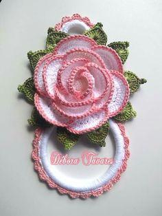 Crochet Towel Holders, Crochet Towel Topper, Crochet Pillow, Diy Crochet, Crochet Square Patterns, Crochet Designs, Crochet Flowers, Fabric Flowers, Flower Embroidery Designs
