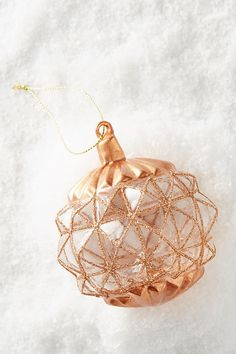 Rose Gold Christmas Decorations, Christmas Rose, Christmas Colors, Beautiful Christmas, Christmas Bulbs, Holiday Decor, Gold Ornaments, Holiday Ornaments, Festival Decorations