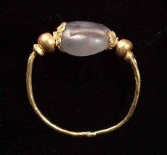 A RARE HELLENISTIC GOLD AND SAPPHIRE RING, ca. 3rd-1st century BC.
