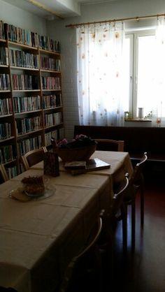 Kirjaston kahvihuone kesällä 2014