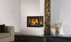 Moderne inzethaard, 2-zijdig model, als hoekhaard ingebouwd met een mooi zicht op het vuur van twee kanten en een verticaal houtvak | Profires partner Appelman · inspiratie voor sfeerverwarming