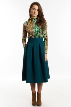 Emerald green thick skirts with pleats and pockets