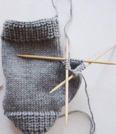 Πλεκτά γάντια χωρίς δάχτυλα - How to kbit Mitts - DIY tricoter des gants sans doigts (sauf pouce)