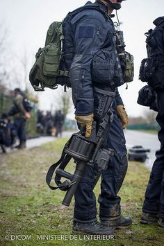 GIGN (anti-terrorism unit) in Dammartin-en-Goëlle
