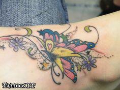 tattoo Borboleta colorida no pé, tatuagem Borboleta colorida no pé