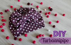 DIY Turbaanipipo rusetilla - Punatukka ja kaksi karhua Turban Headband Tutorial, Scarf Tutorial, Sewing For Kids, Baby Sewing, Sewing Hacks, Sewing Crafts, Salopette Jeans, Diy Baby Headbands, Denim Crafts