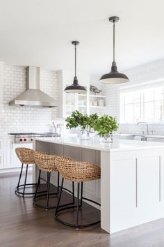 Most up-to-date Pictures coastal Farmhouse Kitchen Concepts Farmhouse kitchens blend a variety of distinct styles: cottage, vintage, rustic and tradition too. Small Farmhouse Kitchen, White Kitchen Decor, Kitchen Cabinets Decor, Farmhouse Kitchen Cabinets, Kitchen Cabinet Design, Kitchen On A Budget, Rustic Kitchen, Interior Design Kitchen, Kitchen Ideas