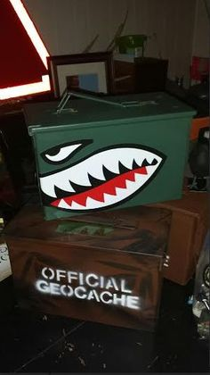 Some cache containers I am preparing to hide. Some cache containers I am preparing to hide. Metal Projects, Fun Projects, Painted Signs, Hand Painted, Ammo Storage, Pinstripe Art, Pinstriping Designs, Ammo Cans, Creation Deco