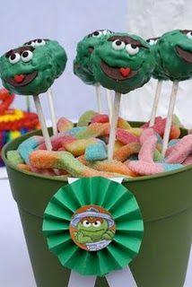 Oscar Cake Pops-Sesame Street oscar cake, birthday idea, big bird, cake pops, sesam street, rainbow birthday, cakepop, birds, gummi worm