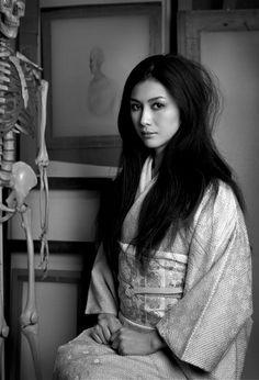 Matsui Fuyuko 松井冬子 a Japanese painter Japanese Beauty, Asian Beauty, Beautiful Asian Women, Beautiful People, Koizumi Risa, Ghost In The Machine, Kimono Design, Provocateur, Museum Of Contemporary Art