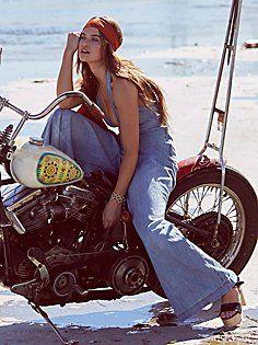 La línea denim de Free People nos trae un catálogo repleto de tendencias para esta Primavera 2016 Biker Chick Outfit, Biker Chick Style, Motorbike Girl, Chopper Motorcycle, Motorcycle Girls, Lady Biker, Biker Girl, Biker Baby, Motard Sexy