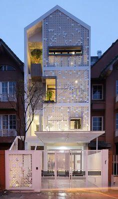 cocoon house by landmak architecture Arch House, Facade House, Facade Design, Exterior Design, Style At Home, Casa Loft, Townhouse Designs, Narrow House, Modern Mansion