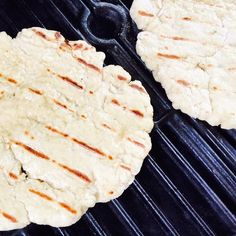 Learn how to grill pizza like a pro from @thegraciousgirl #glutenfree #pizza #grilling Visit mindylockard.com/blog for the tips