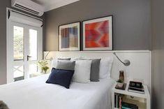 cabeceira-cama de-casal-madeira-branca-parede-cinza-quadros-criado mudo branco