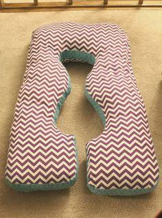 DIY Материнство Подушка - простой проект шитья, который сэкономит вам много боли, и это легко на кошелек!
