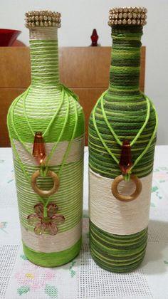 Beer Bottle Crafts, Diy Bottle, Wine Bottle Glasses, Wine Bottle Art, Recycled Glass Bottles, Painted Wine Bottles, Altered Bottles, Antique Bottles, Wine Bottle Centerpieces