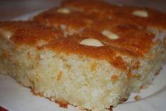 Басбуса - арабская сладость 1 стакан муки 1 стакан манки 1 стакан сахара 1 стакан кокосовой стружки 1 стакан натурального йогурта без добавок 1 стакан подсолнечного масла без запаха 1 яйцо 1/2 ч.л. ванили 2 ч.л. разрыхлителя Любые орешки для украшения