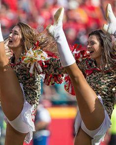 Cheerleading Pictures, Cheerleading Uniforms, Hot Cheerleaders, Cheer Poses, Professional Cheerleaders, Beautiful Nature Pictures, Cheers, Squad, Wonder Woman