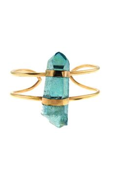 Aqua Aura is said toenhance communications of all kinds. It can help one both speak and see the truth.This eye-catching aqua aura crystal is wrapped and set o