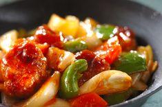 豚こま切れ肉をひとくち大にまとめて作ります。柔らかいので食べやすいですよ。豚こま切れ肉で酢豚風[中華/炒めもの]のレシピです。 Kung Pao Chicken, Pork, Chinese, Stuffed Peppers, Vegetables, Cooking, Ethnic Recipes, Sweet, Chinese Recipes