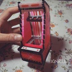 3D Arcade machine phone holder perler beads - Pattern: https://de.pinterest.com/pin/374291419013304049/