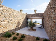 This ridged limestone house by Athens studio decaArchitecture faces out over the edge of a cliff on the Greek island of Milos. Architecture Photo, Contemporary Architecture, Limestone House, Stone Patio Designs, Casa Patio, Patio Interior, Stone Houses, Greek Islands, Outdoor Living