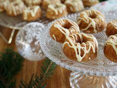 Mini-Maustekakut Valkosuklaakuorrutuksella on helppo ja herkullinen jouluresepti! Perinteinen jouluinen maustekakku minikokoisena on kaunis lahja!