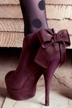 Vera Wang Lavender / Bow Booties