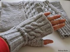 Knitting accessorizes for you and yours home. Crochet Mittens, Knitted Shawls, Crochet Hats, Knitting Patterns Free, Knit Patterns, Free Knitting, Wrist Warmers, Hand Warmers, Half Gloves