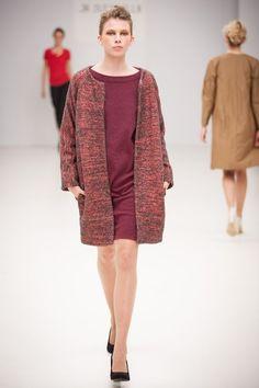 Je Suis Belle 2012 Textile Artists, Cotton Thread, Minimalist Fashion, Woven Fabric, Hand Weaving, Women Wear, Tunic Tops, Textiles, Unique
