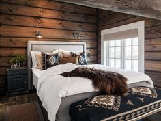 Cabin Homes, Log Homes, Modern Cabin Decor, Modern Rustic Bedrooms, Mountain Cabin Decor, Western Bedroom Decor, Home Bedroom, Cabin Bedrooms, Cabin Interiors