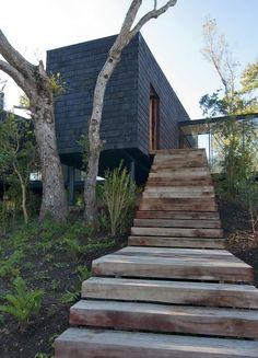 Ranco House, Lago Ranco, Chile, designed by studio elton+léniz arquitectos asociados. Simplesmente o poder da materialidade.